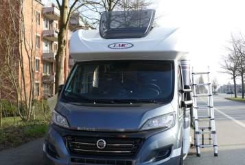 Wohnmobil mieten in Quarnbek von privat | LMC Breezer H 737 G   Mrs. Sandra