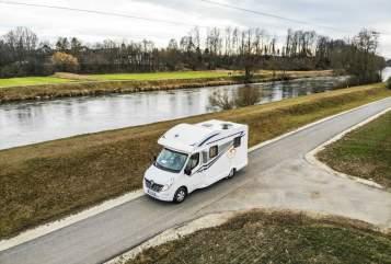 Wohnmobil mieten in Weinstadt von privat | Ahorn Der Kompakte