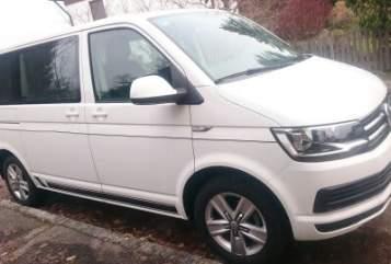 Wohnmobil mieten in Krumbach von privat | VW Bus T 6 Multivan Comfortline White Bully