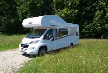 Wohnmobil mieten in Rosenheim von privat | Carado  Carado Alkoven