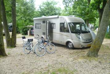 Wohnmobil mieten in Almkerk von privat | Hymer Hymer B645SL