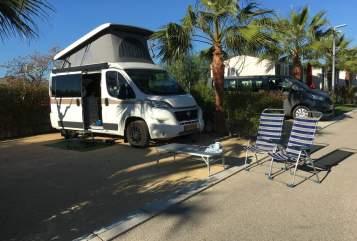 Wohnmobil mieten in Leidschendam von privat   HymerCar Charly
