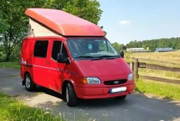 Wohnmobil mieten in Freiburg im Breisgau von privat | Ford Roter Blitz