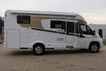 Wohnmobil mieten in Wiehl von privat | Carado  FuerteT337