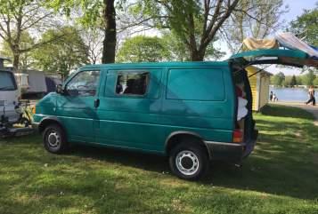 Wohnmobil mieten in Gundelfingen von privat | Volkswagen  Basic T4 Camper mit richtigem Bett und neuem Innenausbau