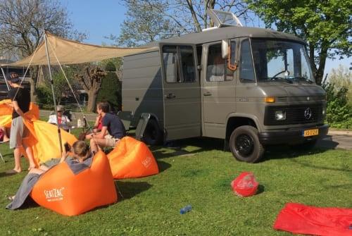 Wohnmobil mieten in Amstelveen von privat   Mercedes Benz Camper Ton