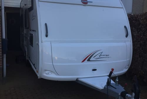 Wohnmobil mieten in Nieuwleusen von privat   Burstner Familie caravan