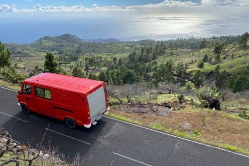 Wohnmobil mieten in Ehekirchen von privat | Mercedes Bombero
