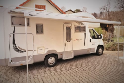 Wohnmobil mieten in Illschwang von privat | Roller Team Ebbo