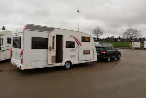 Wohnmobil mieten in Münchendorf von privat | Bürstner FamilyPlus