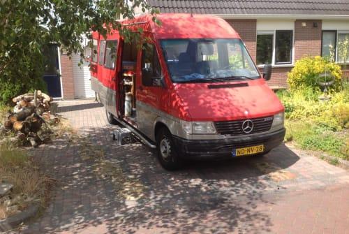 Wohnmobil mieten in Vries von privat   Mercedes Onze rode bus