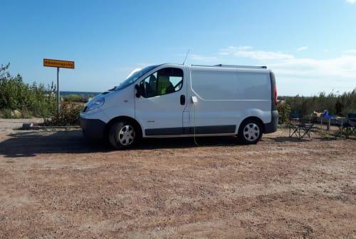 Wohnmobil mieten in Eningen unter Achalm von privat | Renault Der weiße Hai
