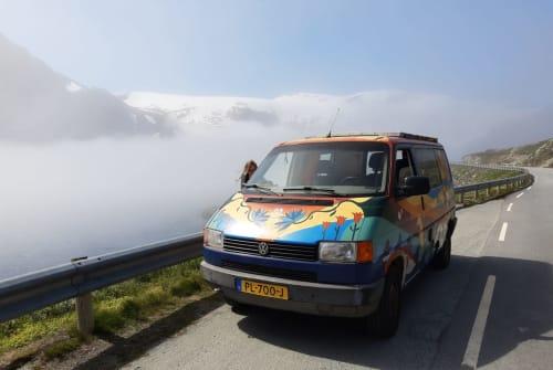 Wohnmobil mieten in Eindhoven von privat   Volkswagen The Happy Van