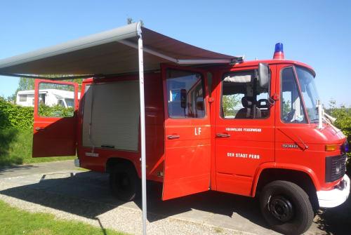 Wohnmobil mieten in Heeswijk-Dinther von privat | Mercedes  Red devil