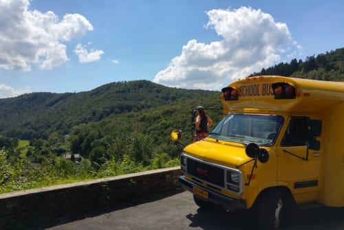 Wohnmobil mieten in Wamel von privat | GMC Schoolbus