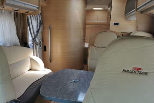 Wohnmobil mieten in Volendam von privat | Roller Team Pegaso - Garage Living  Roller Team