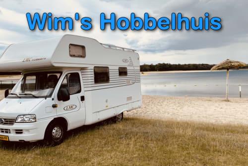 Wohnmobil mieten in Eindhoven von privat | LMC Het Hobbelhuis
